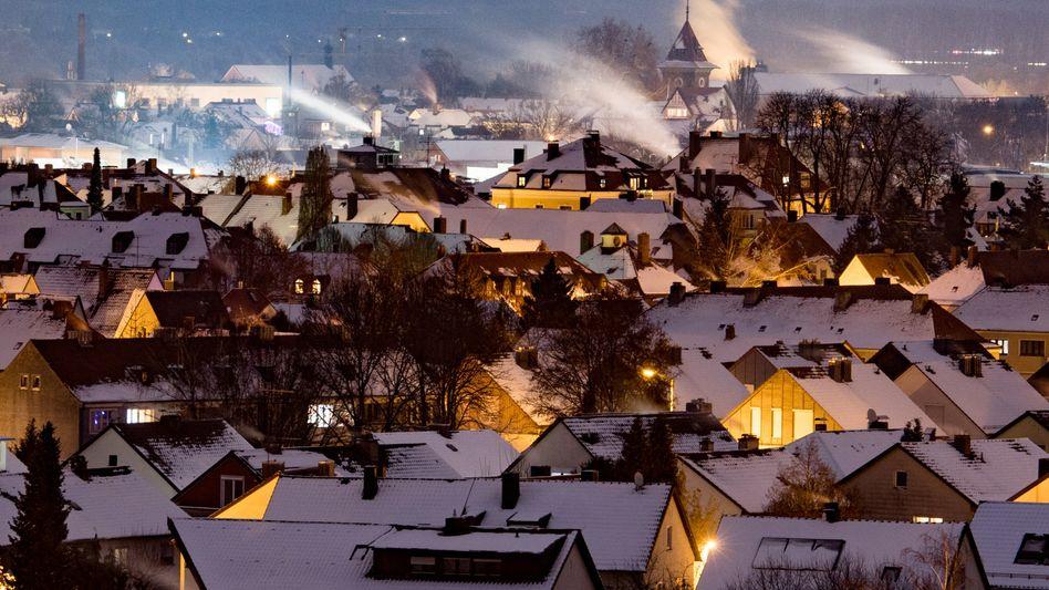 Qualmende Schornsteine in Straubing (Archivfoto)