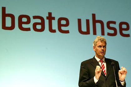 """""""Das Jahr 2003 verlief für uns sehr zufrieden stellend"""": Beate-Uhse-Vorstandssprecher Otto Christian Lindemann"""