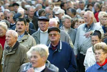 Protest gegen Nullrunden und Kürzungen: Rentner-Demonstration in Berlin am 13. Oktober