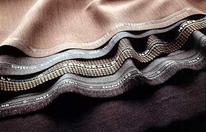 Grundlage für Edel-Anzug: Stoffe, hier von Ermenegildo Zegna