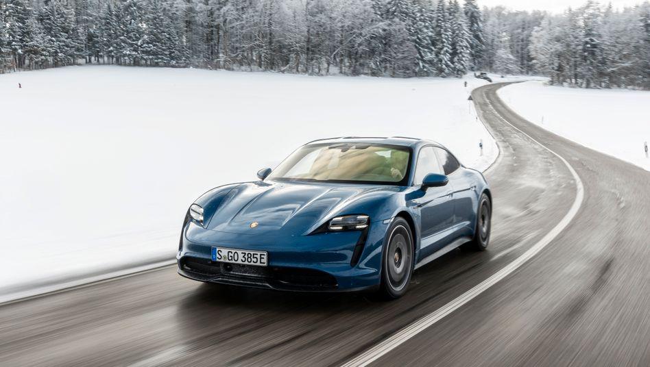 Planspiele mit Porsche: Bis 2030 sollen 70 Prozent der neuen VW-Autos elektrisch angetrieben sein - wie der Porsche Taycan