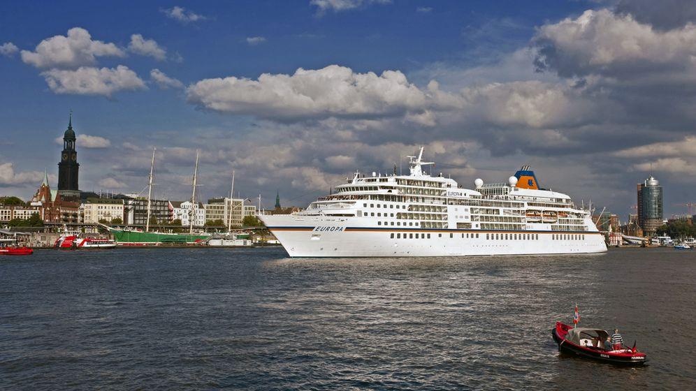 """Kreuzfahrtführer 2011: """"MS Europa"""" wieder bestes Kreuzfahrtschiff der Welt"""