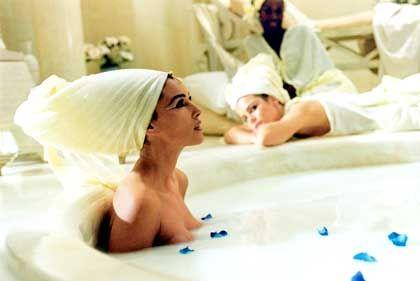 Badenixe: Ein Bad in Molke