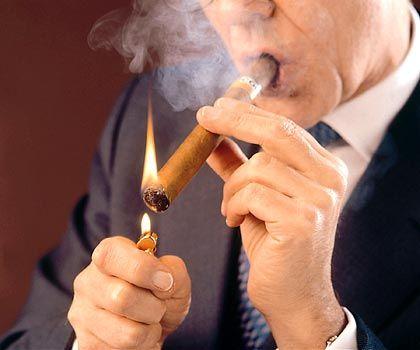 Das Ende der Havanna-Zigarre: Die braunen Blätter lösen sich in blauen Dunst auf