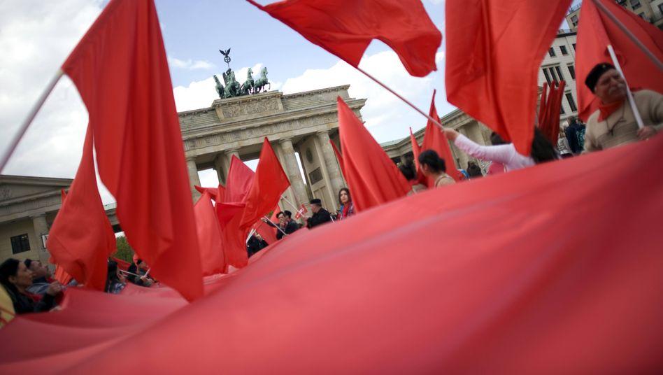 Wie rot will Deutschland sein? Demo am 1. Mai in Berlin.