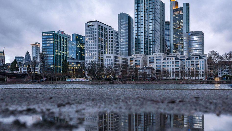 Die Banken in Deutschland sollen für einen möglichen Abschwung mehr Kapital zurücklegen und so besser vorsorgen. Sie kritisieren die Entscheidung der Finanzaufsicht Bafin