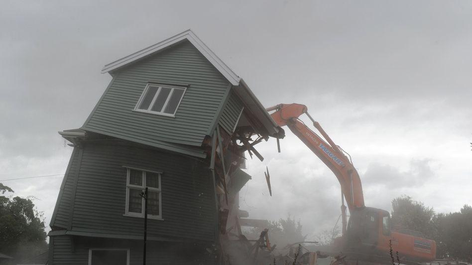 Erdbeben in Neuseeland: Im Vergleich zu 2011 hat die Hannover Rück deutlich weniger Schäden zu beklagen. Entwarnung ist aber nicht angezeigt. Die Allianz etwa rechnet mit einer starken Zunahme der Schäden durch Naturkatastrophen