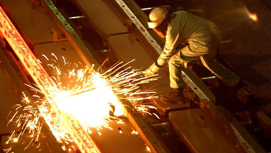 Stahlarbeiter in den Kalifornien: Trump verspricht mehr US-Jobs durch Strafzölle
