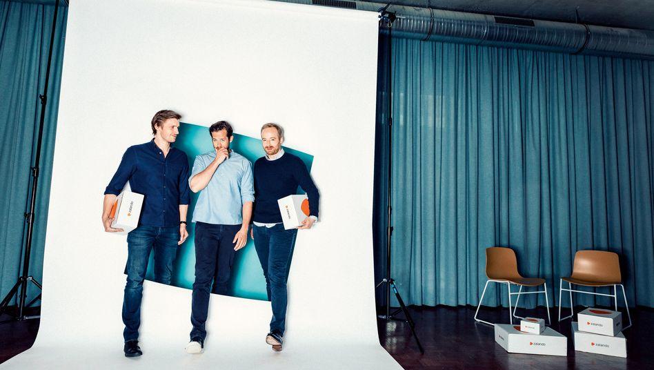 Zunehmend genervt: David Schneider, Robert Gentz und Rubin Ritter (v. l.) sind vom Erfolg des Underdogs About You überrascht