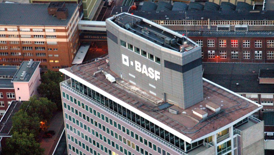 BASF-Zentrale in Ludwigshafen: Der norwegische Düngemittelkonzern Yara gilt als einer der möglichen Käufer der Sparte