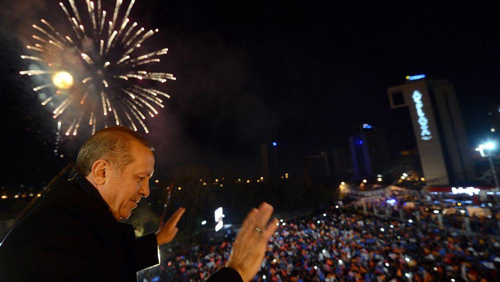 Erdogans Wahlsieg: Feuerwerk, Fahnen, Freudenfeiern