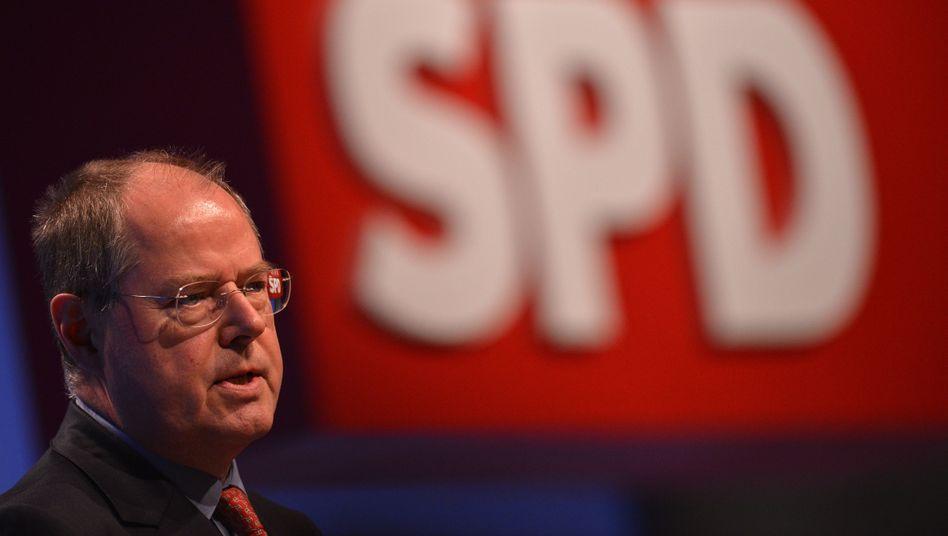Peer Steinbrück: Der SPD-Kanzlerkandidat hadert mit Antworten auf die drohende Altersarmut ebenso wie die Bundesregierung
