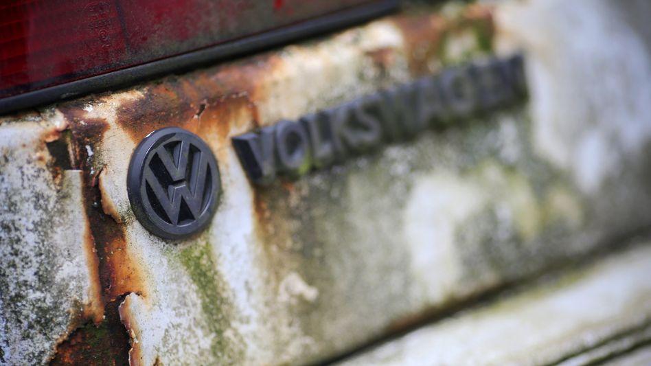 Der Lack ist ab, das Vertrauen zu VW massiv gestört: Das jedenfalls signalisiert eine repräsentative Umfrage unter Verbrauchern in Deutschland