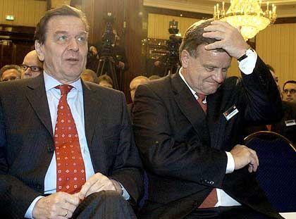 Börsengang noch vor der Wahl? Bahnchef Hartmut Mehdorn (re.) mit seinem bisher wichtigsten Unterstützer, Bundeskanzler Schröder