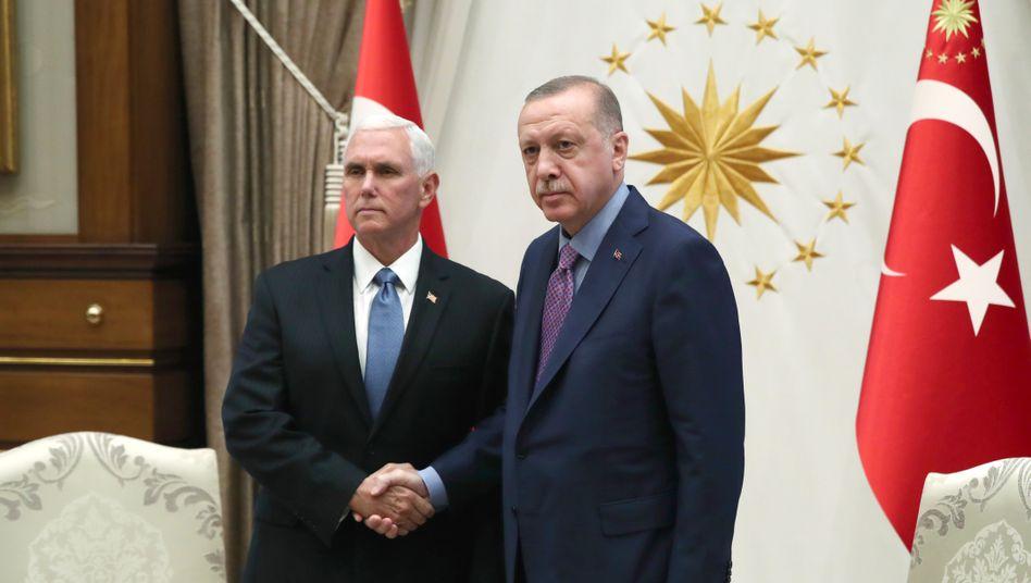 Mike Pence und Recep Tayyip Erdogan: Viereinhalb Stunden für ein dünnes Kommuniqué