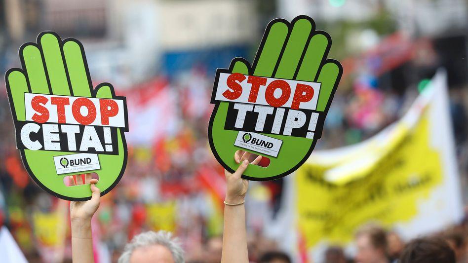 Protest gegen Freihandelsabkommen: Die Eilanträge gegen die Zustimmung Deutschlands wurden zurückgewiesen