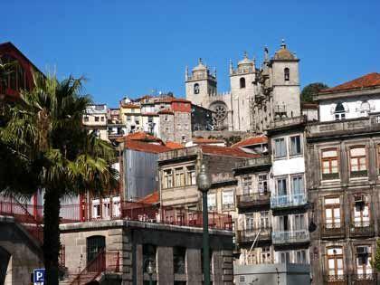 Blickfang: Portos Altstadt lohnt einen ausgiebigen Bummel, auch wenn manche Fassaden schon lange keinen Anstrich mehr gesehen haben