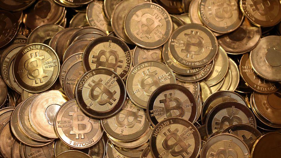 Lauter Bitcoins: Experten bezweifeln die Solidität des Bitcoin-Hypes