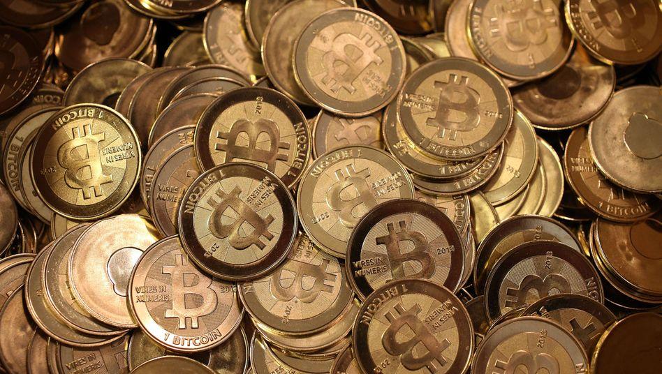 Lauter Bitcoins: Niemand weiß, wie lange der Preis noch steigen wird - aber viele wollen dabei sein, solange es aufwärts geht