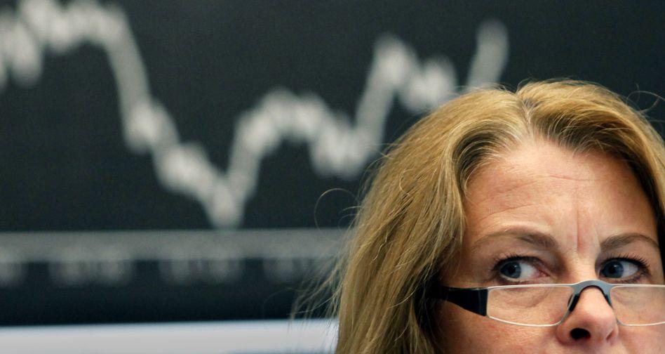 Händlerin an der Börse: Der Dax gibt zum Wochenschluss minimal nach
