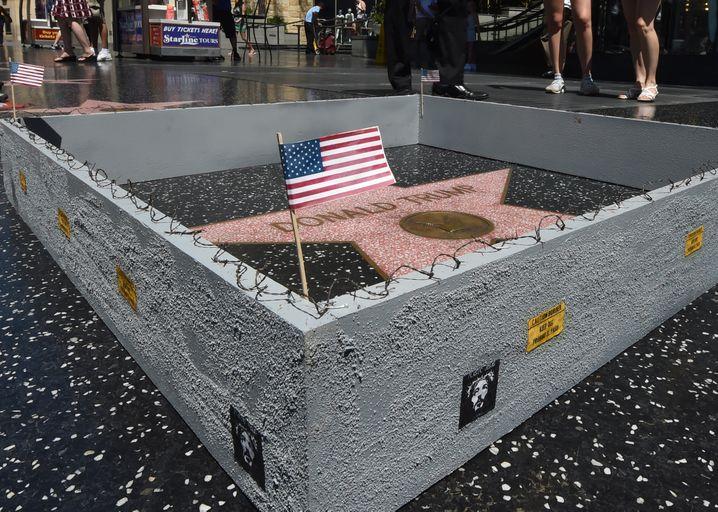 Stillleben mit Mauer: Der Hollywood-Stern des Immobilienmannes, eingemauert