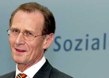 Bert Rürup ist Wirtschaftsweiser, Sozialexperte und Regierungsberater mit SPD-Parteibuch. Für die Bundesregierung entwirft er Modelle zum Umbau der sozialen Sicherungssysteme.