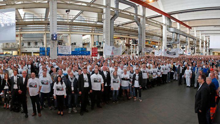 Volkswagen: Ein Weltkonzern rückt zusammen