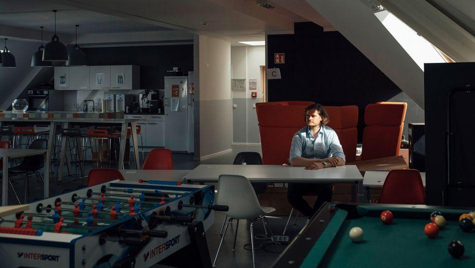 Unheimliche Stille: Jörg Gerbig im Aufenthaltsraum des Lieferando-Büros