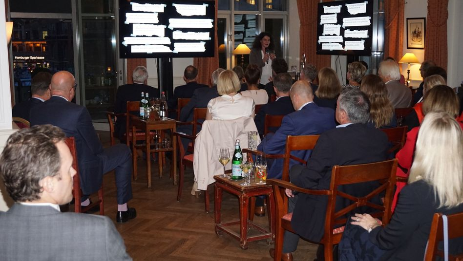 "manager lounge Veranstaltung in der Hanse Lounge: Tina Müller beim Vortrag ""The Future of Beauty Retailing"""