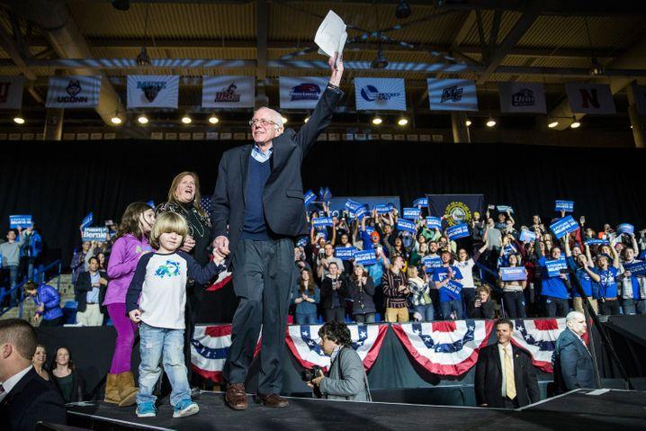 Bernie Sanders (Demokraten) samt Fans.