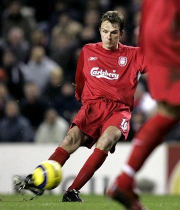 Und Schuss: Fußball, hier Dietmar Hamann vom FC Liverpool, soll nach dem Willen der DFL ein Premiumprodukt werden