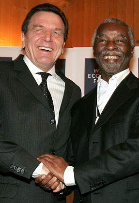 Handshaking: Bundeskanzler Gerhard Schroeder und Thabo Mbeki, Präsident von Südafrika