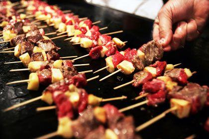 Sehr beliebt: Nach Feierabend werden Kollegen häufig zum gemeinsamen Barbecue eingeladen