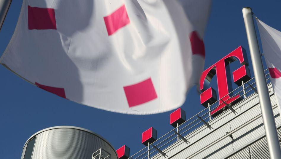 Lockruf an Dividendenjäger: Die Deutsche Telekom will für 2010 0,78 Euro pro Aktie zahlen: Das ergibt eine aktuelle Dividendenrendite von mehr als 7 Prozent. Bis 2012 will die Deutsche Telekom rund 10 Milliarden Euro an ihre Aktionäre ausschütten.