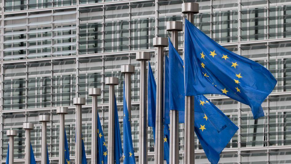 EU-Flaggen in Brüssel: Finnland opponiert nicht mehr gegen die Portugal-Hilfen