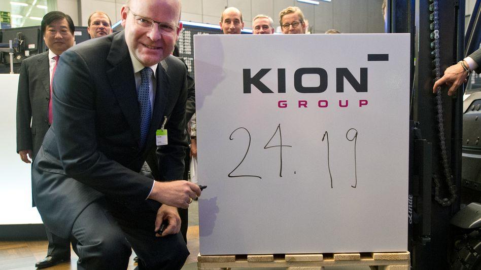 Unter Beobachtung: Gordon Riske, Chef des Gabelstaplerherstellers Kion, bei Börsenstart am 28. Juni 2013. Der erste Kurs der Aktie damals hat sich irgendwo auf diesem Foto versteckt.