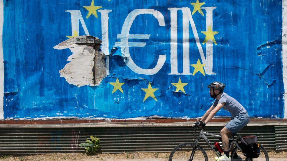 Klares Nein zum Sparen: Die Liste mit Reformvorschlägen, die Tsipras nun eingereicht hat, stimmt in vielen Punkten mit den Vorhaben der Gläubiger überein, die erst vor einer Woche von den griechischen Wählern mit klarer Mehrheit abgelehnt wurden