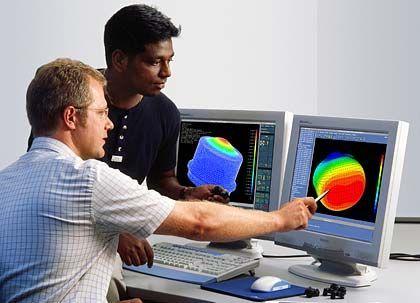 Was die Entwickler noch im Köcher haben: Bosch arbeitet bereits an Nachtsichtbildern, die in die Windschutzscheibe eingeblendet werden, und an der automatischen Verkehrszeichenerkennung