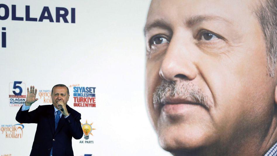 """Recep Tayyip Erdogan will die Währungshüter im Falle eines Wahlsiegs """"stärker unter seine Fittiche"""" nehmen"""