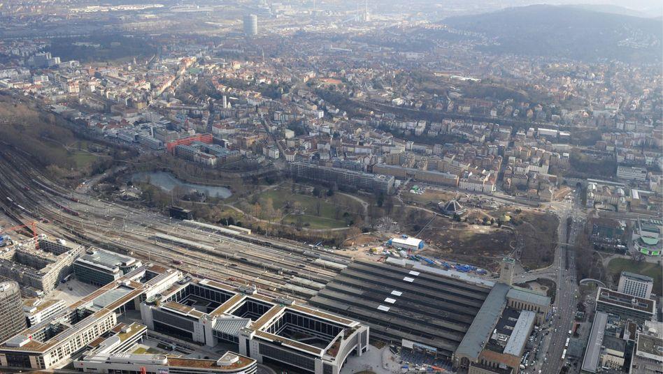 Luftaufnahme der Baustelle: Die Deutschen Bahn rechnet laut Bericht mit Mehrkosten im hohen dreistelligen Millionenbetrag