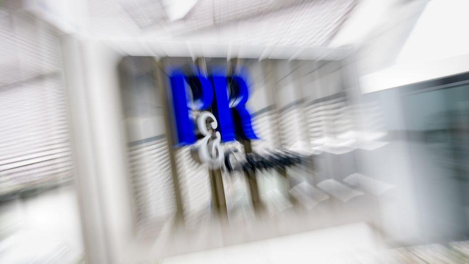 P&R-Logo an der Firmenzentrale in Grünwald bei München: Die Pleite der Unternehmensgruppe führte zum wohl größten Anlagedebakel Deutschlands.