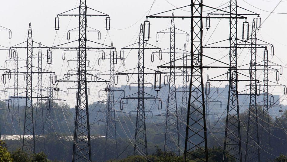 Netzentgelt: Stromkunden zahlen für die Nutzung der Stromleitungen, energieintensive Unternehmen sind davon allerdings ausgenommen