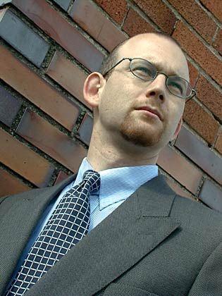 Thomas Bergen (34) studierte Wirtschaft in St. Gallen und war Vorstand der Schweizer Migrosbank. 1998 gründete er Getabstract, eine Inline-Bibliothek für Buchzusammenfassung.