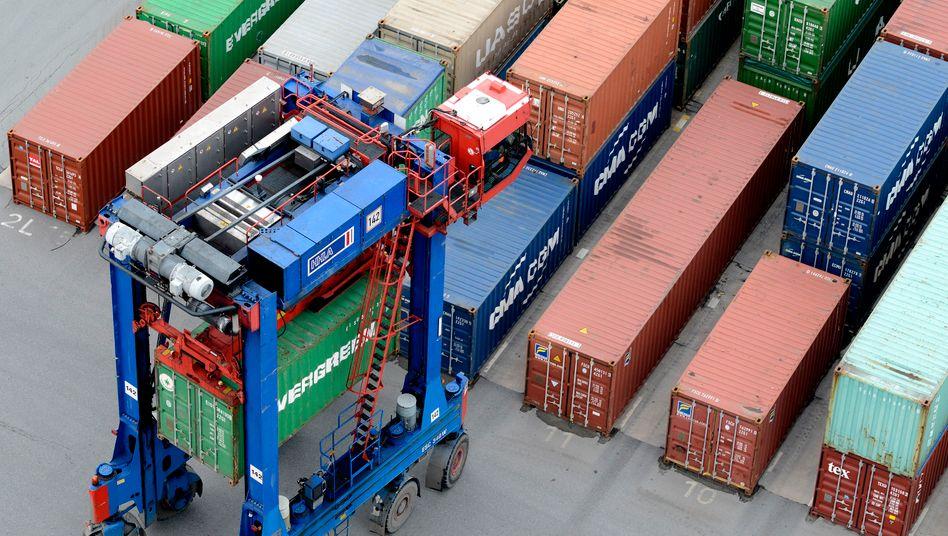 """Containerverladung am Hamburger Hafen: Die Arbeiter am Burchardkai seien weitgehend sich selbst überlassen, lautet das Urteil eines Gutachtens. Im Vordergrund stünde ein """"maximaler Freiheitsgrad in der Freizeitgestaltung"""""""