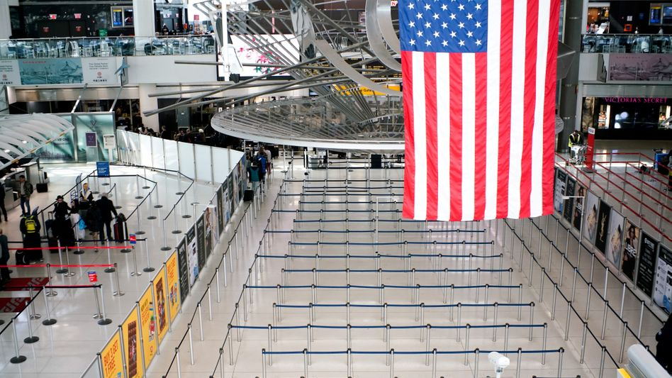 Freie Bahn: Schalter der Einreisebehörde am New Yorker John-F.-Kennedy-Flughafen