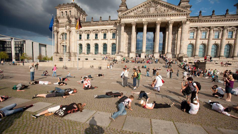 """Flashmob in Berlin: """"Man"""" muss jetzt einfach in Berlin sein, weil die anderen auch da sind"""