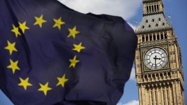 EU-Flagge vor Big Ben