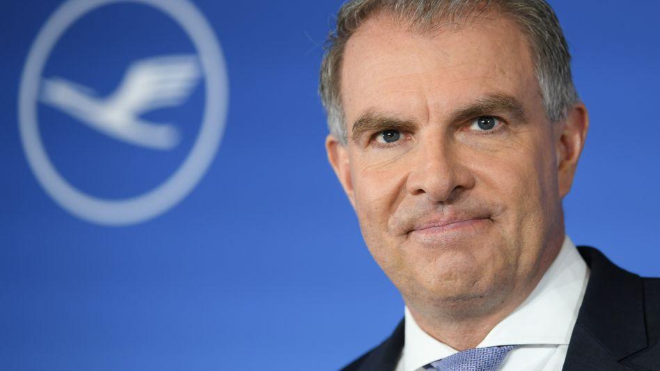 Lufthansa-Chef Carsten Spohr will Staatshilfen (noch) nicht annehmen. Er sollte es aber mit Rücksicht auf die Wettbewerbslage besser tun.