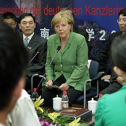Will deutsche Unternehmen schützen: Bundeskanzlerin Angela Merkel in China
