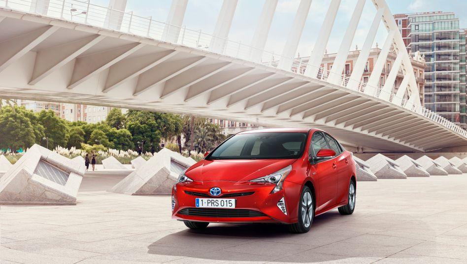 Toyota Prius: Bei Hybrid-Autos ist Toyota Vorreiter und Marktführer. Bei rein batteriebetriebenen Elektroautos hinkt Toyota hinterher
